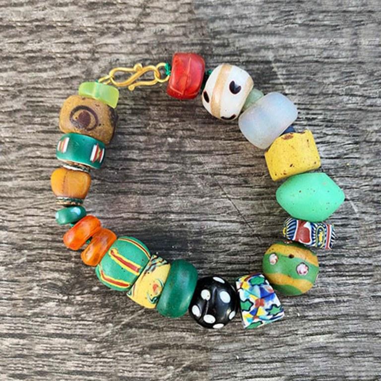 Bracelet  Perles de verre anciennes & or