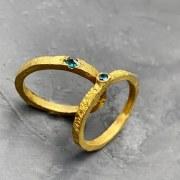 Alliance or jaune diamant bleu