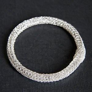 Bracelet broderie argent vif